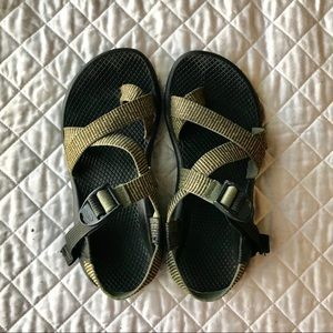Striped Green Chacos with Toe Strap Size 6